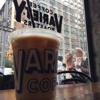 Foto tirada no(a) Variety Coffee Roasters por Seth F. em 8/8/2017
