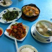 Photo taken at Koh Za Lang Taiwan Porridge by Jere the L. on 7/12/2013