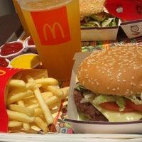 รูปภาพถ่ายที่ McDonald's โดย Bruno เมื่อ 7/14/2013