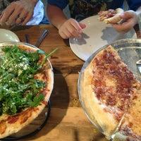 Foto tirada no(a) Patxi's Pizza por Nicole N. em 8/10/2013