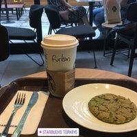 Foto tomada en Starbucks por FURKAN M. el 9/8/2018