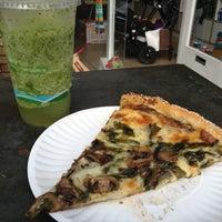 Снимок сделан в Abbot's Pizza Company пользователем Kenny I. 12/1/2012