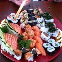 Foto tirada no(a) Sakae Sushi por Carlos P. em 2/9/2013