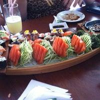 Foto tirada no(a) Sakae Sushi por Carlos P. em 12/29/2012