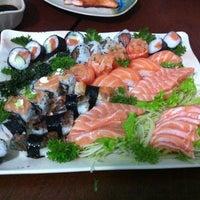 Foto tirada no(a) Sakae Sushi por Carlos P. em 1/18/2013