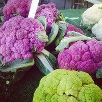 Снимок сделан в Studio City Farmers Market пользователем Sandra A. 12/15/2013