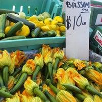 Foto scattata a Studio City Farmers Market da Sandra A. il 11/10/2014