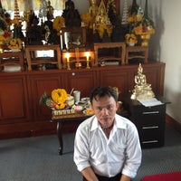 Photo taken at ตำหนักสำนักอาจารย์โย ศุภากร เนียมสำลี้ by Jan S. on 10/2/2013