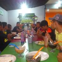Photo taken at Medan Selera Pantai Teluk Ketapang, Terengganu by Aizzad S. on 9/10/2014