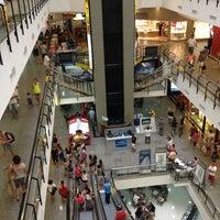 Foto tirada no(a) Miramar Shopping por Jefferson M. em 2/11/2013