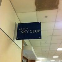 Das Foto wurde bei Delta Sky Club von Prithvi am 5/10/2013 aufgenommen