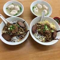Photo taken at 三间庄猪肉丸粉 Pork Ball Noodle by Tan H. on 7/17/2016