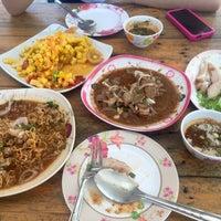 Photo taken at ร้านส้มตำภูไท by Katkad on 8/25/2015