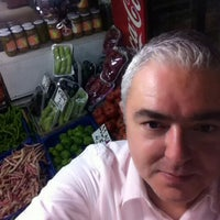 รูปภาพถ่ายที่ Esat Supermarket โดย Bora T. เมื่อ 8/29/2015