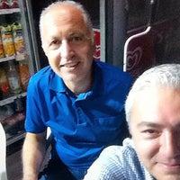 รูปภาพถ่ายที่ Esat Supermarket โดย Bora T. เมื่อ 9/12/2015