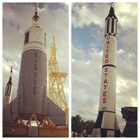 3/16/2013 tarihinde Matthew D.ziyaretçi tarafından Rocket Park (NASA Saturn V Rocket)'de çekilen fotoğraf