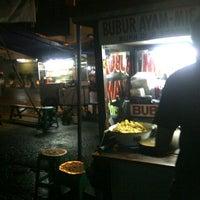 Photo taken at Bubur Ayam Special BEJO by Tri N. on 12/16/2013