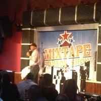 Das Foto wurde bei Gotham Comedy Club von Wom B. am 11/19/2012 aufgenommen