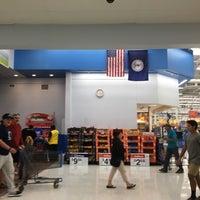 Photo taken at Walmart Supercenter by 😻Deniz H. on 10/14/2016