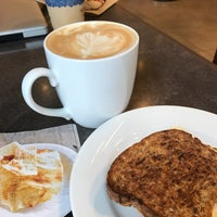 Photo taken at Peet's Coffee & Tea by Vicky W. on 7/22/2017