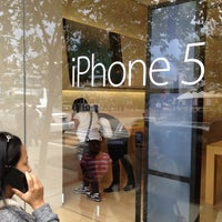 Photo taken at Apple Polaris Fashion Place by ♡♠queLLe®♠♡ on 9/22/2012