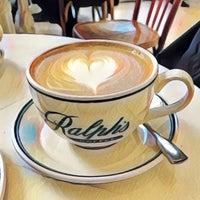 Foto scattata a Ralph's Coffee Shop da Sailesh P. il 1/19/2017