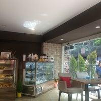Foto tomada en Caffe Notte por Hatice el 4/22/2017