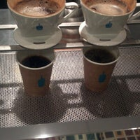 Photo taken at Blue Bottle Coffee by Mel T. on 11/12/2012