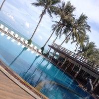 Photo taken at Phangan Bayshore Resort by Sina U. on 11/24/2013