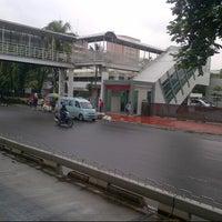 Photo taken at Halte TransJakarta Salemba Carolus by nini a. on 1/13/2014