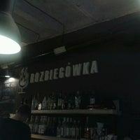 Foto diambil di Rozbiegówka Shot Bar oleh Karina R. pada 11/12/2013