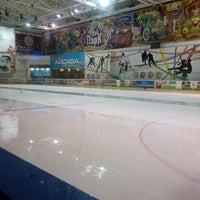 1/15/2014 tarihinde Света И.ziyaretçi tarafından Айс Холл / Ice Hall'de çekilen fotoğraf