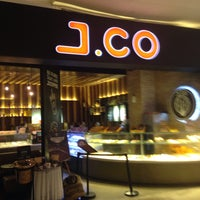 Photo taken at J.Co Donuts & Coffee by Yunianto W. on 1/14/2016