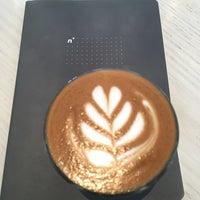 6/19/2017 tarihinde Zeb D.ziyaretçi tarafından Blue Bottle Coffee'de çekilen fotoğraf