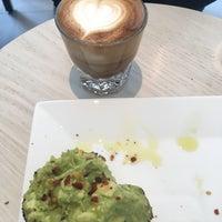 6/17/2017 tarihinde Zeb D.ziyaretçi tarafından Blue Bottle Coffee'de çekilen fotoğraf
