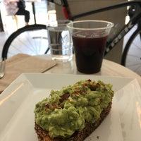 6/15/2017 tarihinde Zeb D.ziyaretçi tarafından Blue Bottle Coffee'de çekilen fotoğraf