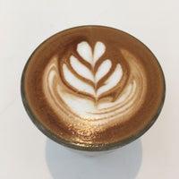 6/9/2017 tarihinde Zeb D.ziyaretçi tarafından Blue Bottle Coffee'de çekilen fotoğraf