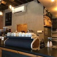 Das Foto wurde bei Birch Coffee von moth am 9/12/2017 aufgenommen