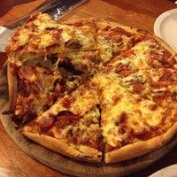 Photo taken at Pizza Gabriel by Vero L. on 11/4/2013