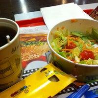 Снимок сделан в McDonald's пользователем Victor K. 12/27/2012