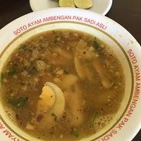 Photo taken at Soto Ayam Ambengan Pak Sadi Asli by Andri R. on 4/14/2017