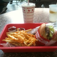 Photo taken at In-N-Out Burger by Riccardo R. on 9/10/2012