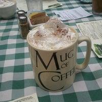 รูปภาพถ่ายที่ Fig Tree Cafe โดย Laurie B. เมื่อ 9/24/2011