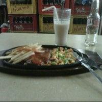Photo taken at Kedai Makan Pakde by Ihsan Y. on 6/25/2011