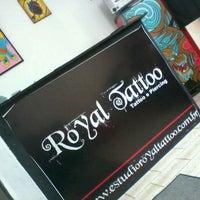Foto tirada no(a) Estudio Royal Tattoo por Karina S. em 9/10/2011