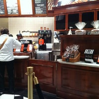 Photo prise au Corner Bakery Cafe par Paul C. le10/19/2011