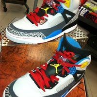 Photo taken at Foot Locker by rob r. on 2/9/2012