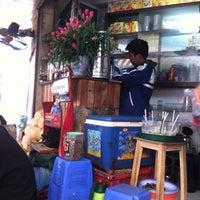 Photo taken at Cafe Hiếu by Poza on 12/11/2011