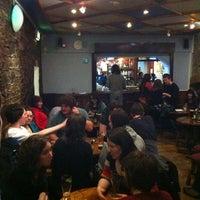 รูปภาพถ่ายที่ Club Chonradh na Gaeilge โดย James P. เมื่อ 1/26/2011