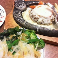 Photo taken at トマト&オニオン 神戸摩耶ランプ店 by Ryousuke K. on 3/1/2012